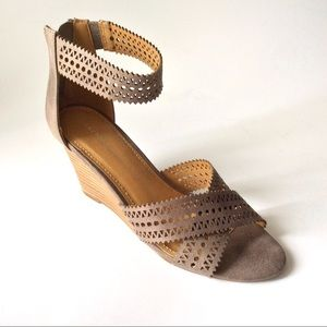 NEW with box Report Sharon gray heels Size 7.5
